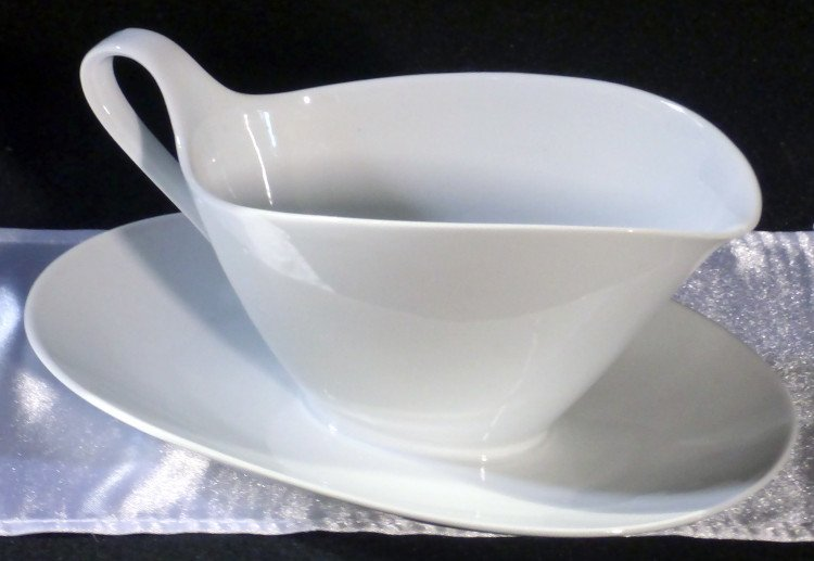 white gravy boat with tray